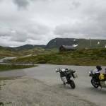 Auf 2400 Meter - am 1. Juli - mitten im Schnee.