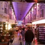 Die Mall in der Mitte des Schiffs
